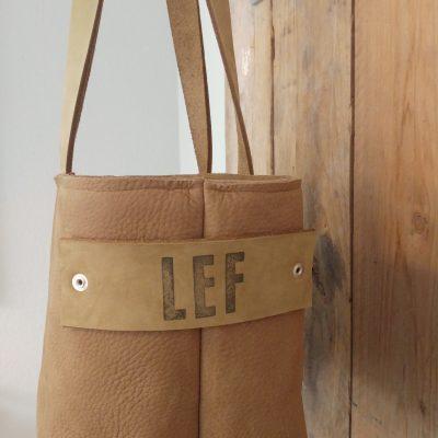 LEF tas,  een korte dikkerd met rits