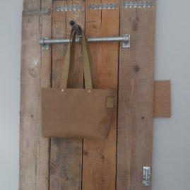 LEF tas in een lichte kleur van zacht leer € 108,-