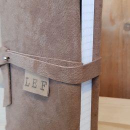 notitieboek met kaft van leer