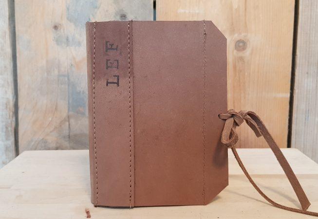 notitieboekje met een kaft van dik leer